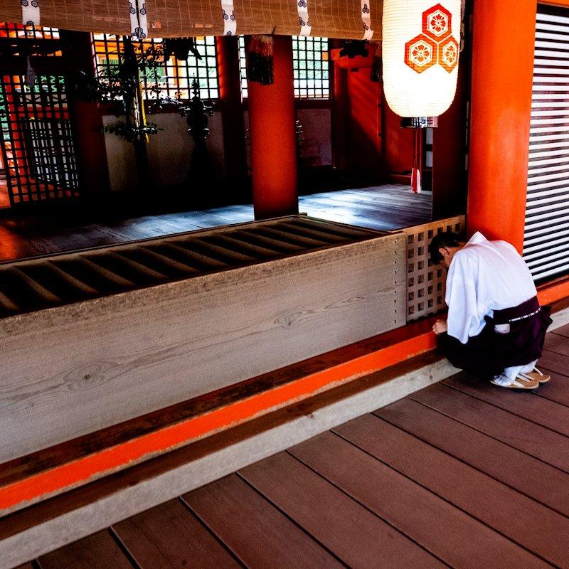miyajima_priest